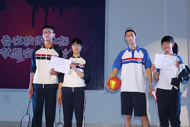 绵阳中学实验学校:校服让学生做主